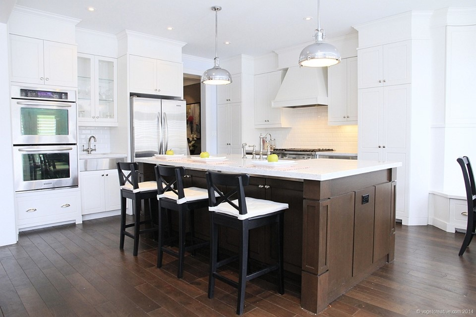 Kitchen by Neven Custom Homes Ltd.