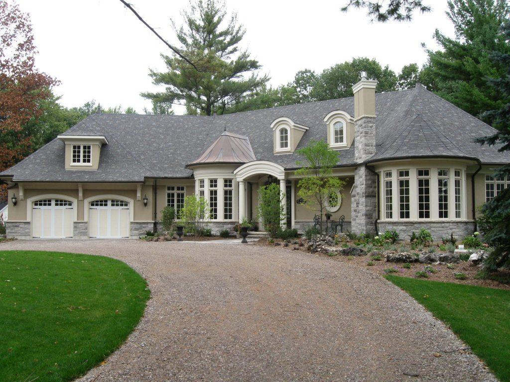 Custom Home by Neven Custom Homes Ltd.