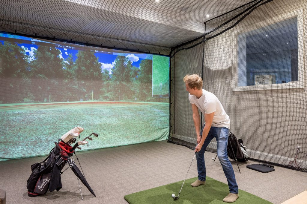 New Home Construction - Golf Room - Neven Custom Homes Ltd.