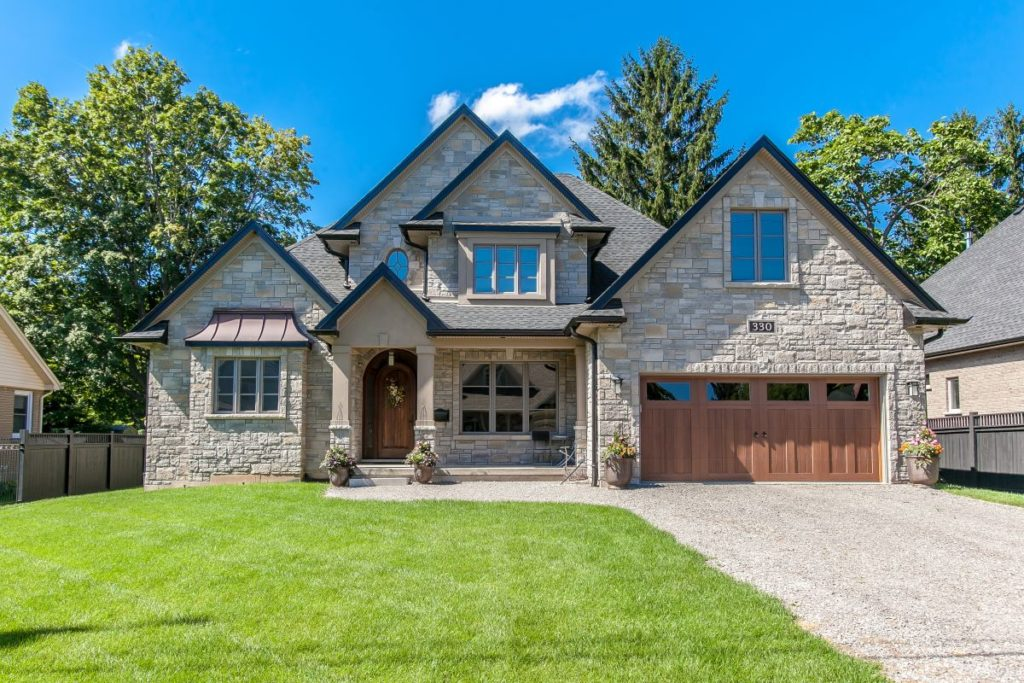 Ancaster Custom Home by Neven Custom Homes Ltd.